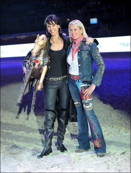 Designerin Simone Gutsche-Sikura und die strahlende Angela Hergeth © Nini Schäbel