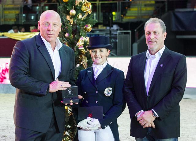 Diana Porsche freute sich gemeinsam mit Veranstalter Sepp Göllner und Gründer und Geschäftsführer von Mevisto Gerald Reiter über den Rookie of the Year Award und einen 2-karätigen Edelstein © Nini Schäbel