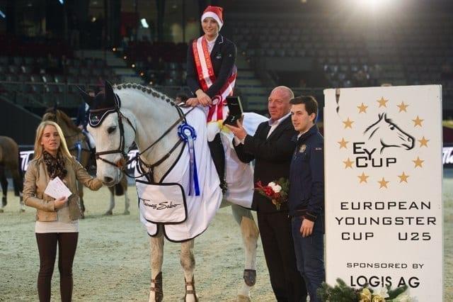 Die Siegerin des EY Cup Worldfinal, Jana Wagers (GER) nahm die Glückwünsche von Jennifer und Josef Göllner entgegen © Nini Schäbel