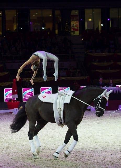 Stets hochkonzentriert und dennoch so anmutig! Lisa Wild (S) unsere Salto-Queen, siegte in der Weltcup Kür. © Nini Schäbel