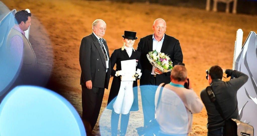 OEPS Sportdirektor Ing. Franz Kager und Josef Göllner gratulierten Diana Porsche zum Goldenen Reitabzeichen. © Daniel Kaiser - im press ions