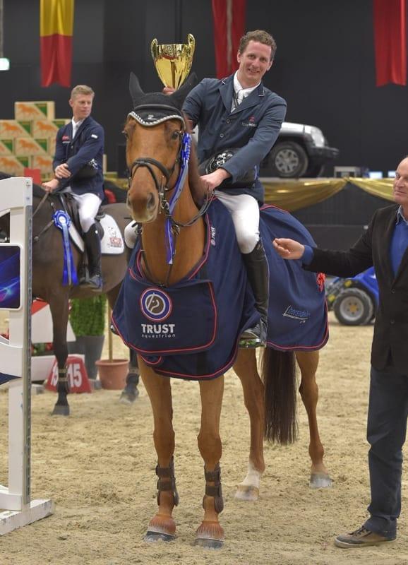 Felix Haßmann (GER) und Barolo H haben bei der Mevisto Amadeus Horse Indoors einen echten Lauf. © Fotoagentur Dill
