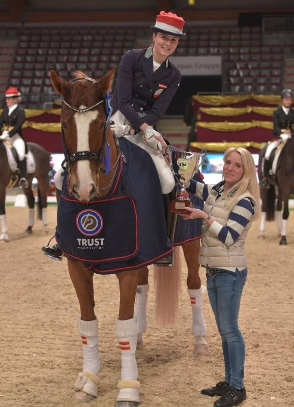 Die erste Siegerehrung der Mevisto Amadeus Horse Indoors 2015 wurde von Patricia Hutter (S) angeführt. © Fotoagentur Dill