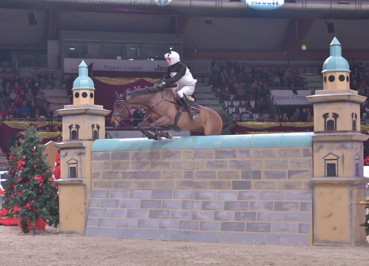 Unglaubliche 2,20 m! Will Be Especiale und Kai Wörtge (GER) blieben in allen Runden ohne Fehler. © Fotoagentur Dill