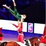Voltigierende Weihnachtsmänner und -wichtel? Das gibt's nur bei der Mevisto Amadeus Horse Indoors! © im|press|ions - Daniel Kaiser