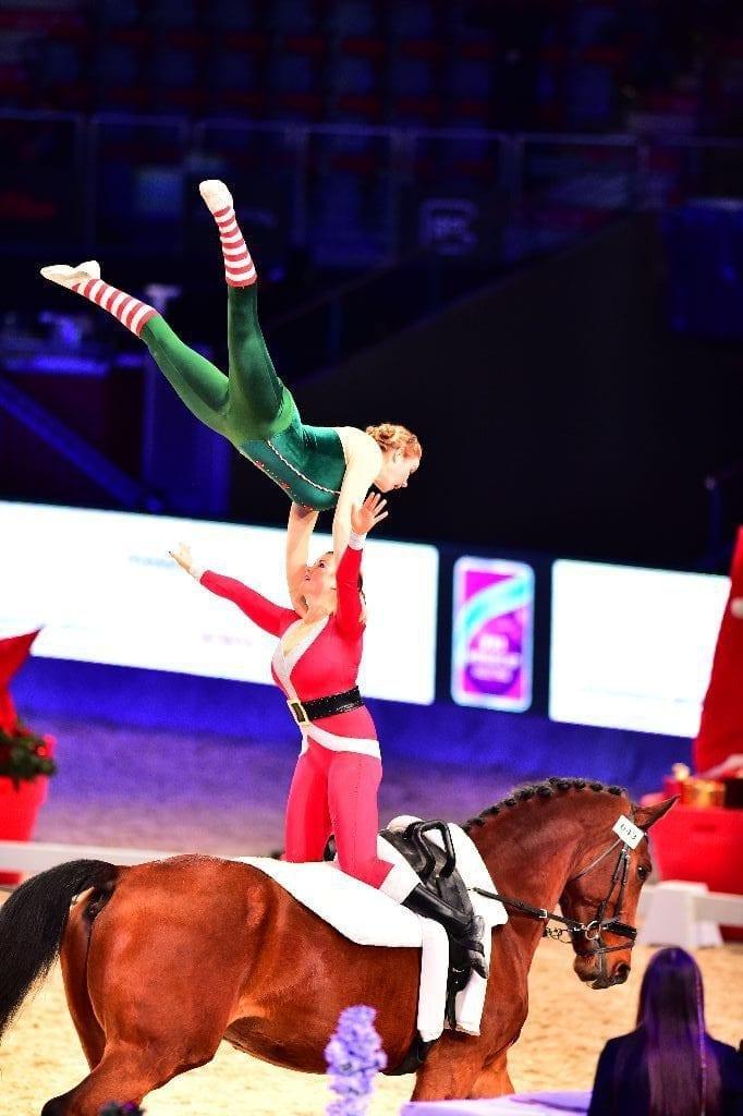 Elfen und Weihnachtsmänner hoch zu Ross? Das gibt's nur in Salzburg! © im|press|ions – Daniel Kaiser