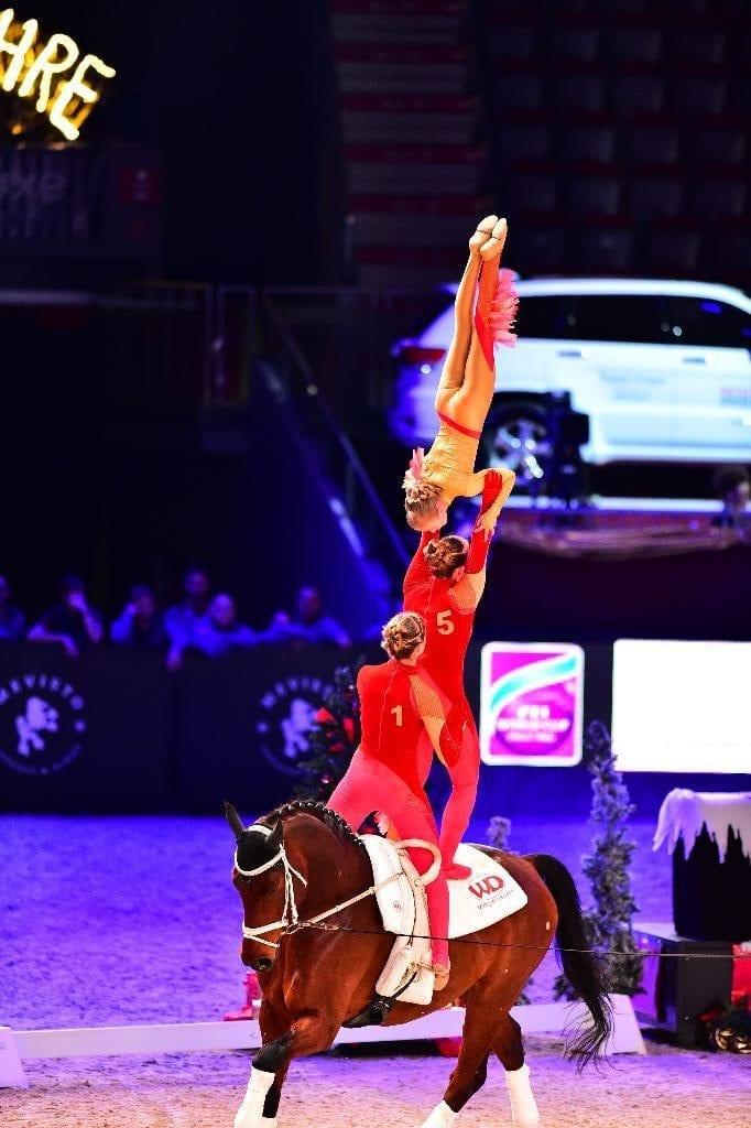 In den Voltigierbewerben bei den Mevisto Amadeus Horse Indoors geht es hoch hinaus. © im|press|ions – Daniel Kaiser