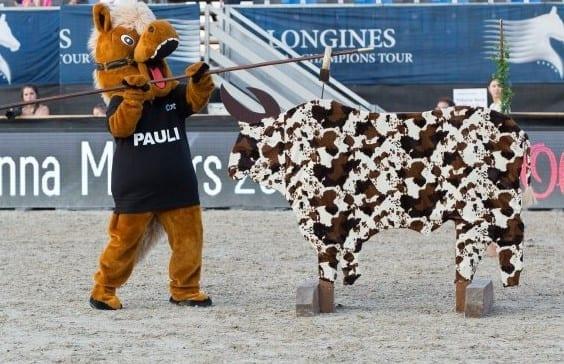 Working Equitation Maskottchen Pauli ist bei der Mevisto Amadeus Horse Indoors natürlich live dabei! © Michael Graf