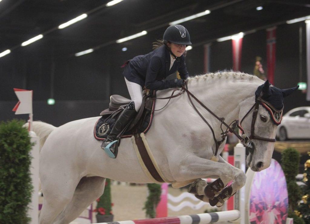 Rang zwei für Lisa-Marie Arvai (AUT/S) und Nicolien im Salzburger Nachwuchs Hallenchampionat. © Fotoagentur Dill