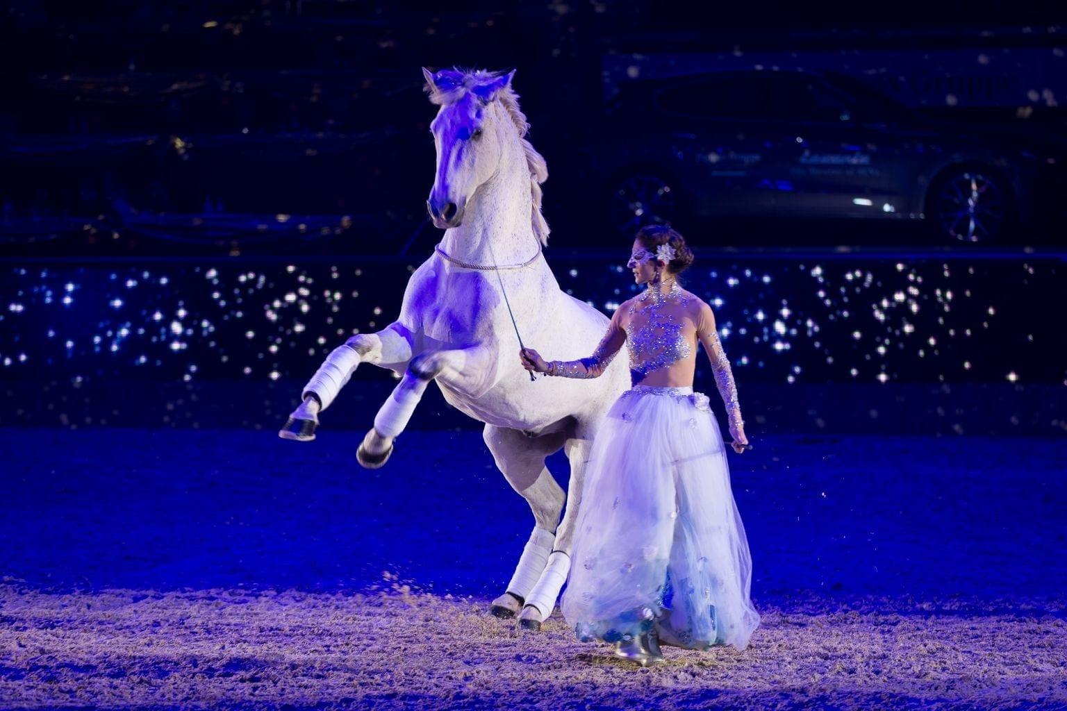 Alizee Froment sorgte für zauberhafte Moment und einzigartige Stimmung bei der Conares Showtime der Mevisto Amadeus Horse Indoors 2016. © Michael Graf