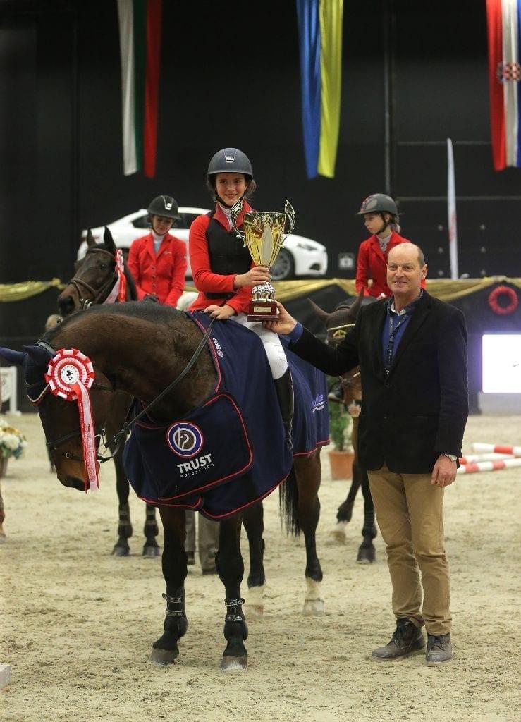 Sieg! Klara Goess-Saurau (B) und Meniac siegten in der Amadeus Children Tour. © Fotoagentur Dill