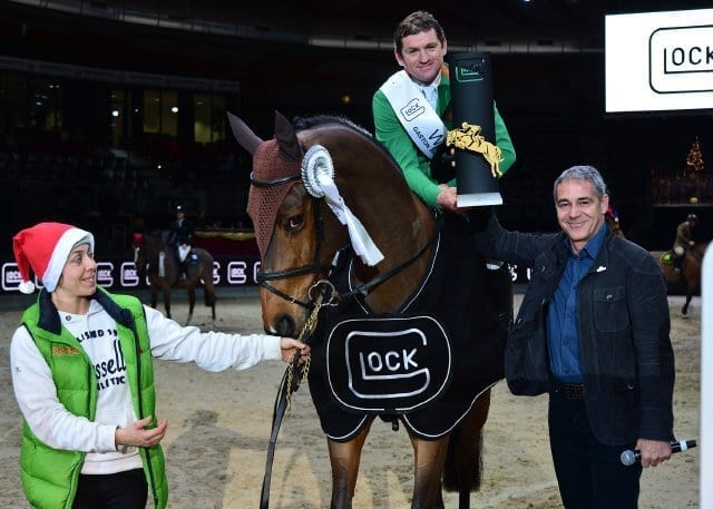 Christian Clerici (GLOCK HORSE PERFORMANCE CENTER Austria) gratuliert Gianni Govoni (ITA) auf Antonio zum Sieg im CSI4* Gaston Glock's Grand Prix Salzburg. © GHPC / studiohorst
