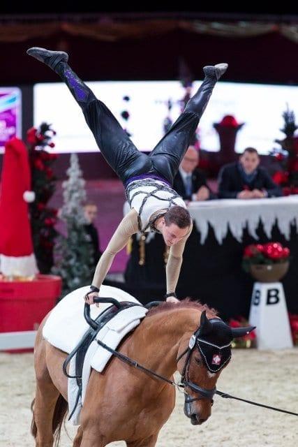 Der amtierende Weltcup Gesamtsieger Daniel Kaiser (GER) ist aktuell auf Rang drei im FEI World Cup™ Vaulting von Salzburg zu finden. © Michael Graf