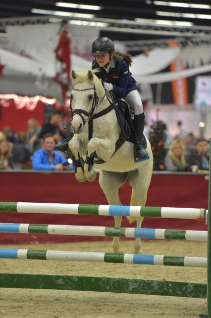 Mit Pascherwinkel Wero holte sich Elisabeth Knaus (AUT/St) Rang drei in der Orthovet Big Pony Tour. © Fotoagentur Dill