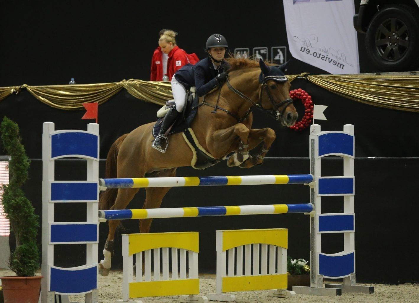 Sofie Najmanova und Stardano auf dem Qeg zu Platz zwei in der kleinen Amateur Tour in Salzburg. © Fotoagentur Dill