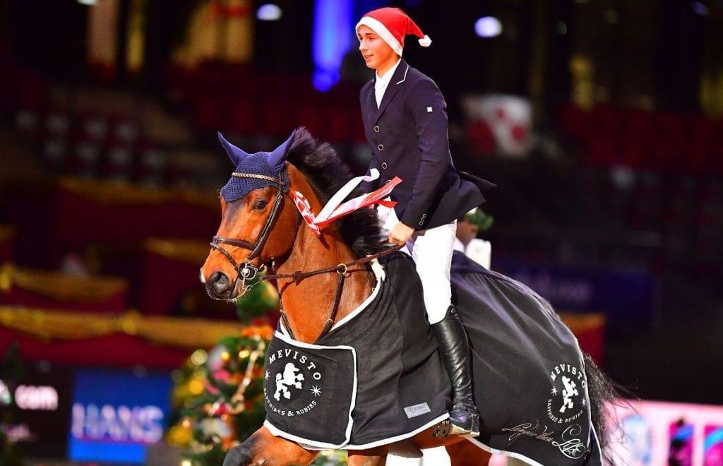 Auf der Ehrenrunde vom European Youngster Cup U25 Opening bei der Mevisto Amadeus Horse Indoors: Philip Houston (GER) und Chaquilot. © im|press|ions - Daniel Kaiser