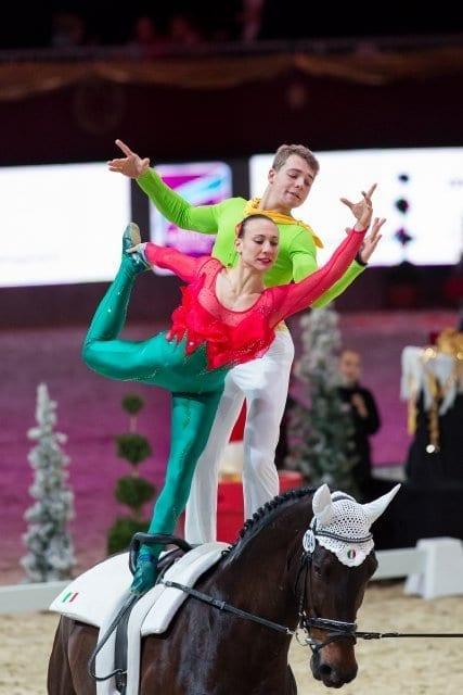 Liegen in Führung im FEI World Cup™ Vaulting: Siliva Stopazzini und Lorenzo Lupacchini (ITA). © Michael Graf