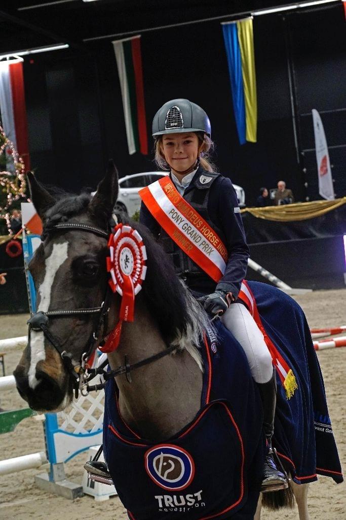 Die Salzburgerin Antonia Weixelbraun auf Little Lady 7 ist die Amadeus Small Pony Grand Prix Siegerin. © Salzburg City Guide
