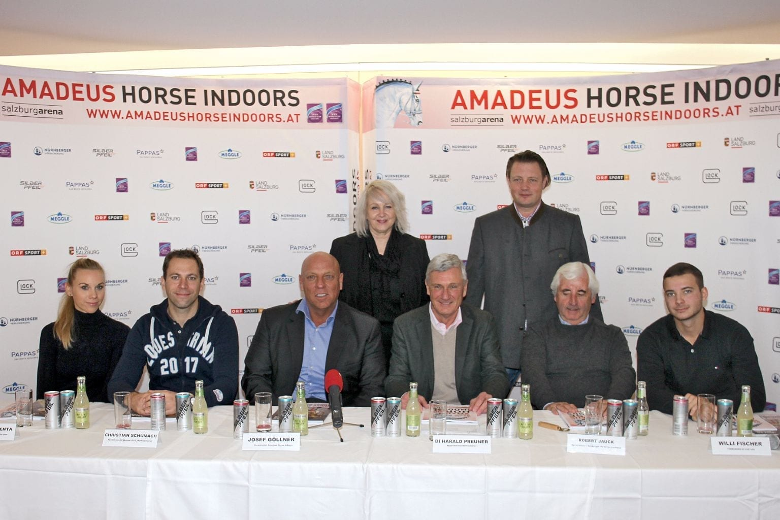 Von links nach rechts: Karoline Valenta, Christian Schuhmach, Josef Göllner, Ruth M. Büchlmann (hinten), DI Harald Preuner, Thomas Kreidl (hinten), Robert Jauck, Willi Fischer. © Amadeus Horse Indoors