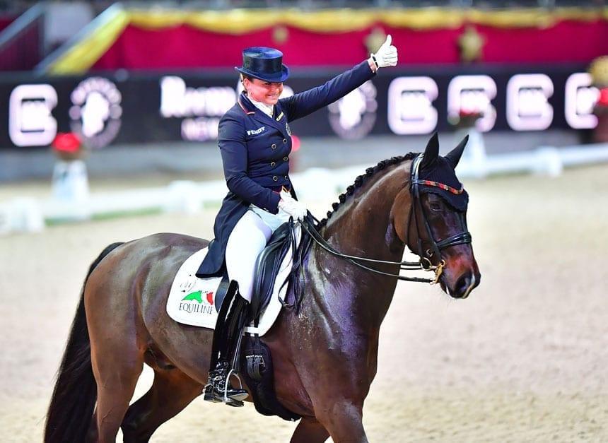 Die Nr. 8 der Welt Dorothee Schneider kommt mit ihrem EM-Pferd Sammy Davis Jr. nach Salzburg. © im|pressions – Daniel Kaiser