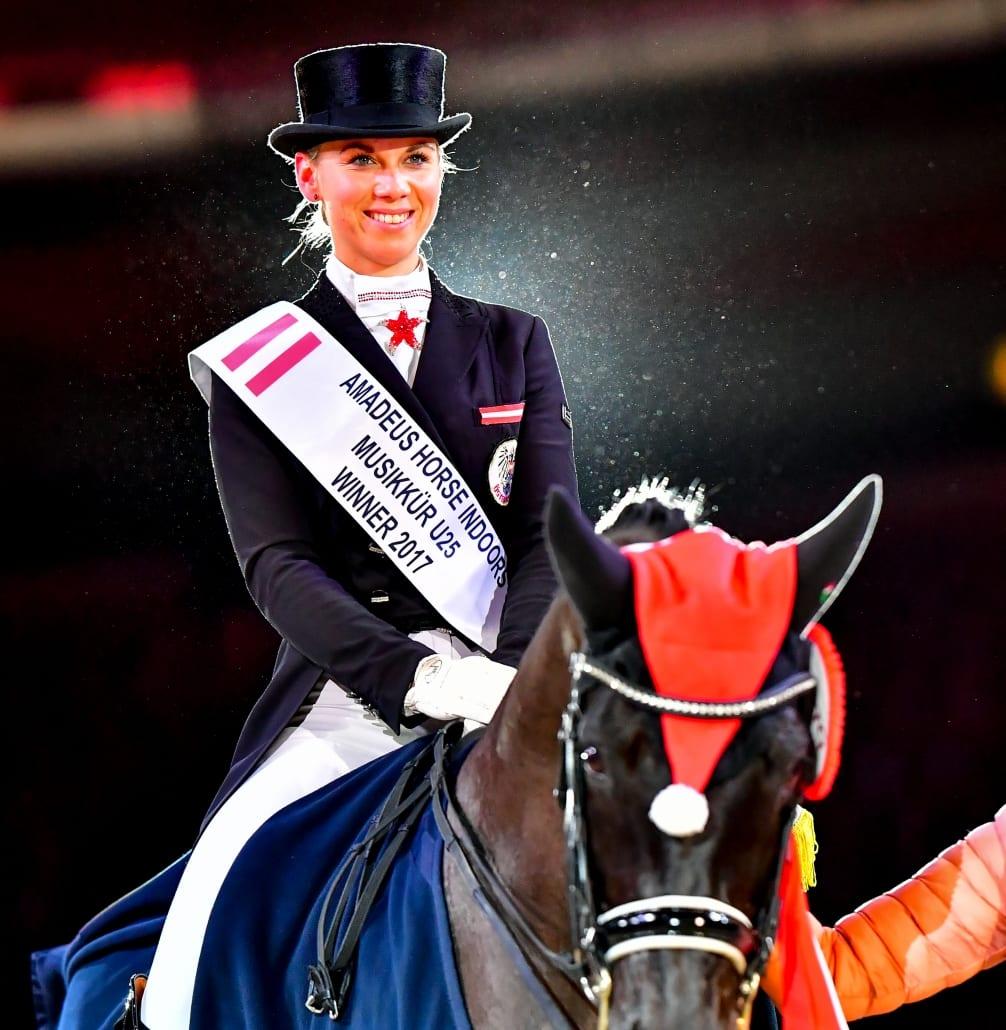"""""""Rookie of the Year 2017 Dressur"""", Karoline Valenta, am Weg in die Dressur-Weltelite. © Daniel Kaiser"""