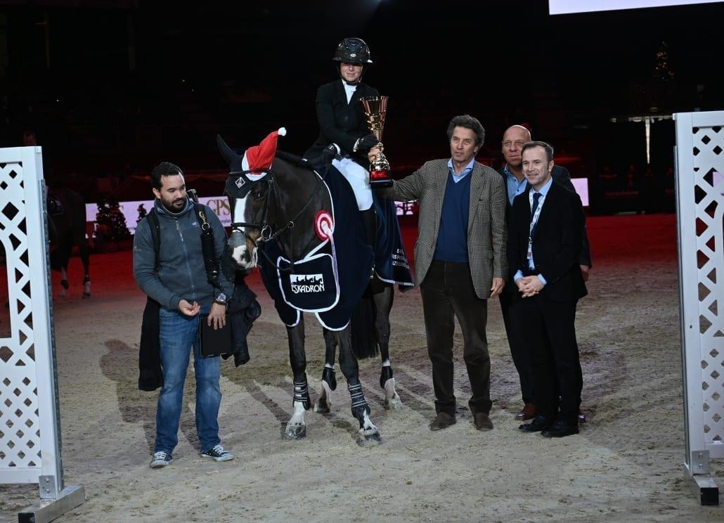 Siegerehrung der GPS Trophy (von linsk nach rechts): Emma Augier de Moussac (CZE), Johannes Goess-Saurau, Josef Göllner und Bürgermeister-Stellvertreter Bernhard Auinger. © Fotoagentur Dill