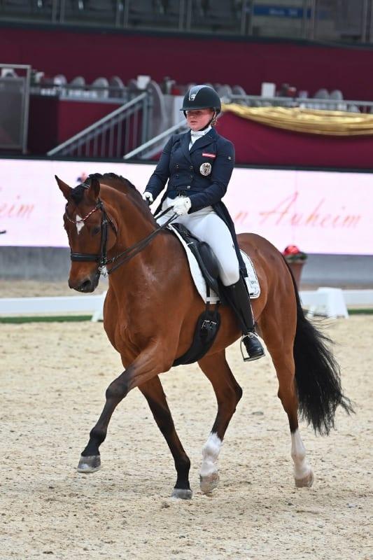 Für das beste Ergebnis aus österreichischer Sicht sorgten Chiara Pengg und Alassio's Boy mit Platz 3 in der Pferde von Auheim Dressage Cup Musikkür. © Fotoagentur Dill