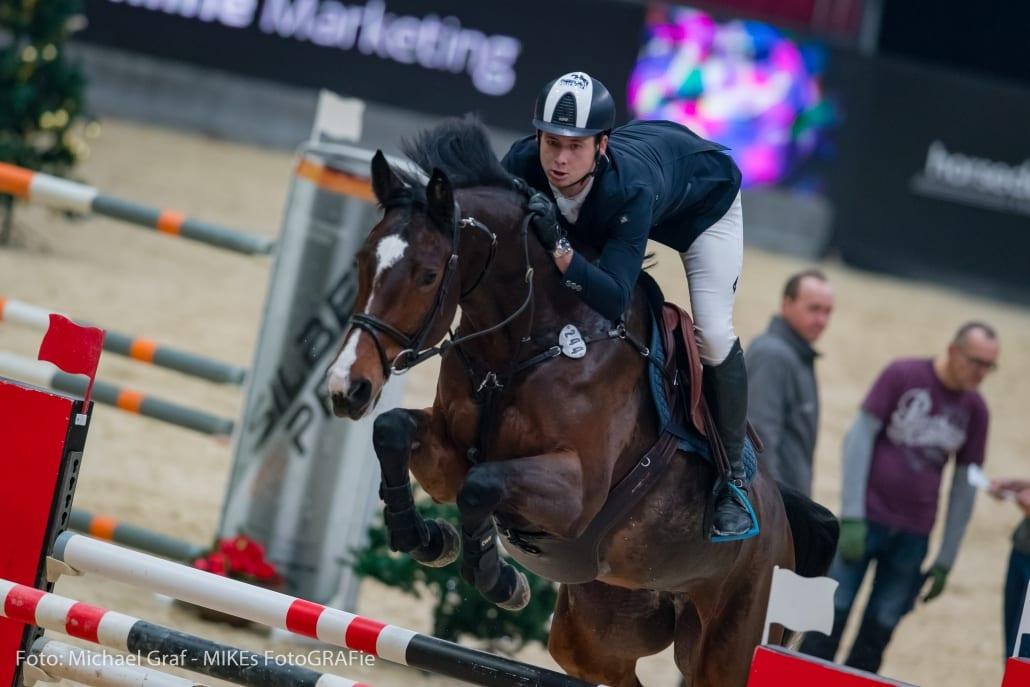 Die 13. Amadeus Horse Indoors beginnen mit einem EY Cup-Auftaktsieg für Tobias Schwarz (GER) im EY Cup U25. © Michael Graf