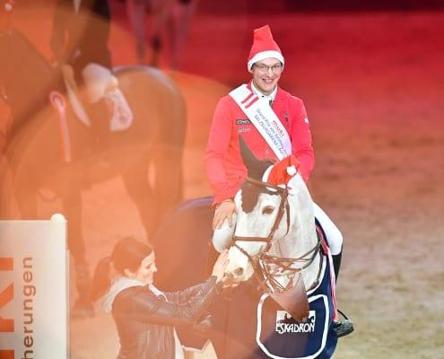 Tobias Meyer war sichtlich gerührt nach seinem ersten 4-Sterne Grand Prix-Sieg in Salzburg. © Daniel Kaiser
