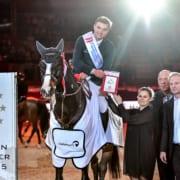 Carina und Markus Hindelang gratulierten gemeinsam mit Josef Göllner. © Daniel Kaiser