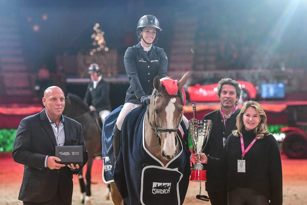 Familie Goess-Saurau gratulierte der sympathischen Siegerin Alexa Stais (RSF) gemeinsam mit Veranstalter Josef Göllner im Namen der Murhof Open Golf Gruppe. © Daniel Kaiser