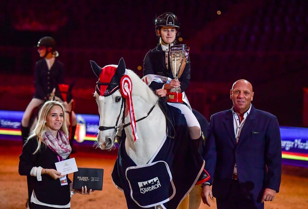 Josef und Jenny Göllner gratulierten den Finalsiegerinnen der SPS Amateurtour. © Daniel Kaiser