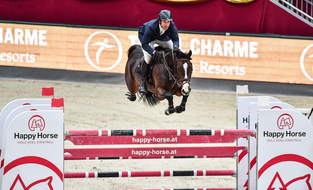 Andrew Kocher (USA) und Squirt Gun gewannen den 1,60 m hohen Travel Charme Grand Prix bei der 14. Amadeus Horse Indoors. © Daniel Kaiser