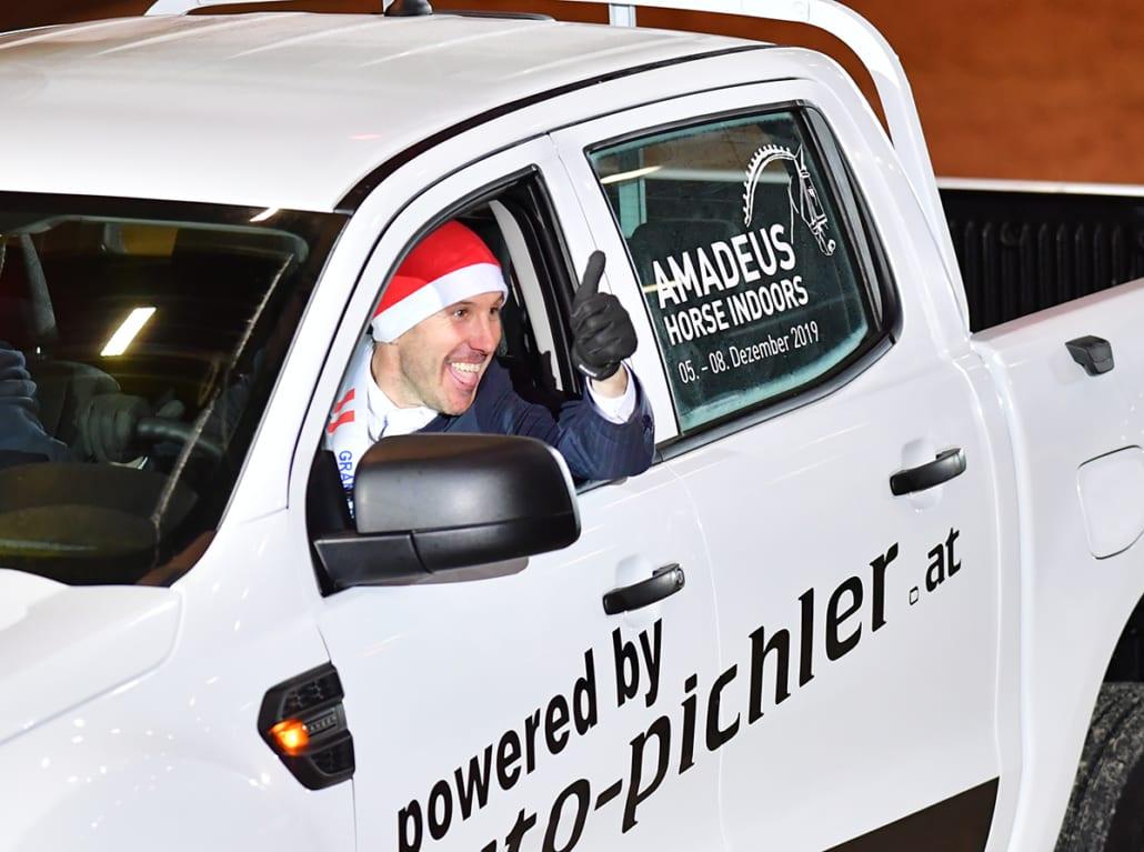 Andrew Kocher ist seinen Ford Ranger von Auto Pichler gleich Probe gefahren. © Daniel Kaiser