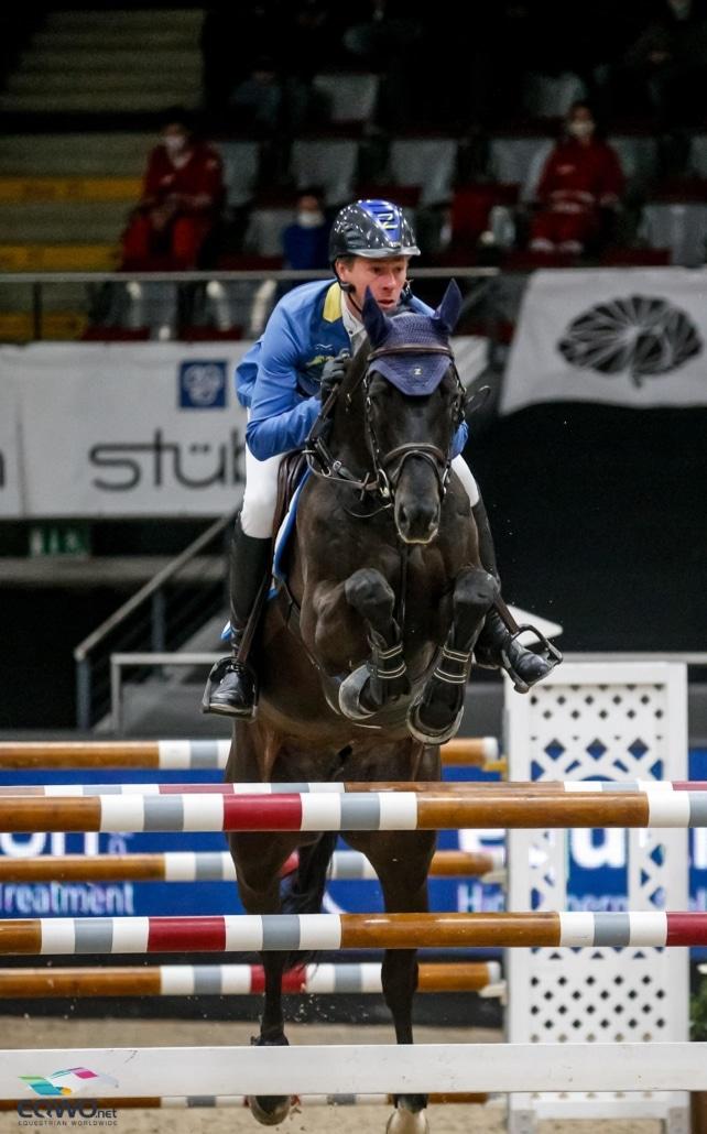 Um 37 Hundertstel geschlagen: Solid Gold Z und Christian Ahlmann (GER) wurden in 43,59 Sekunden Zweite im equitron-pro Grand Prix bei der Neuro Socks Amadeus Horse Indoors. © EQWO.net